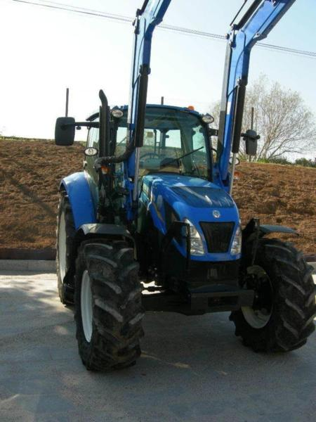 New Holland TS105